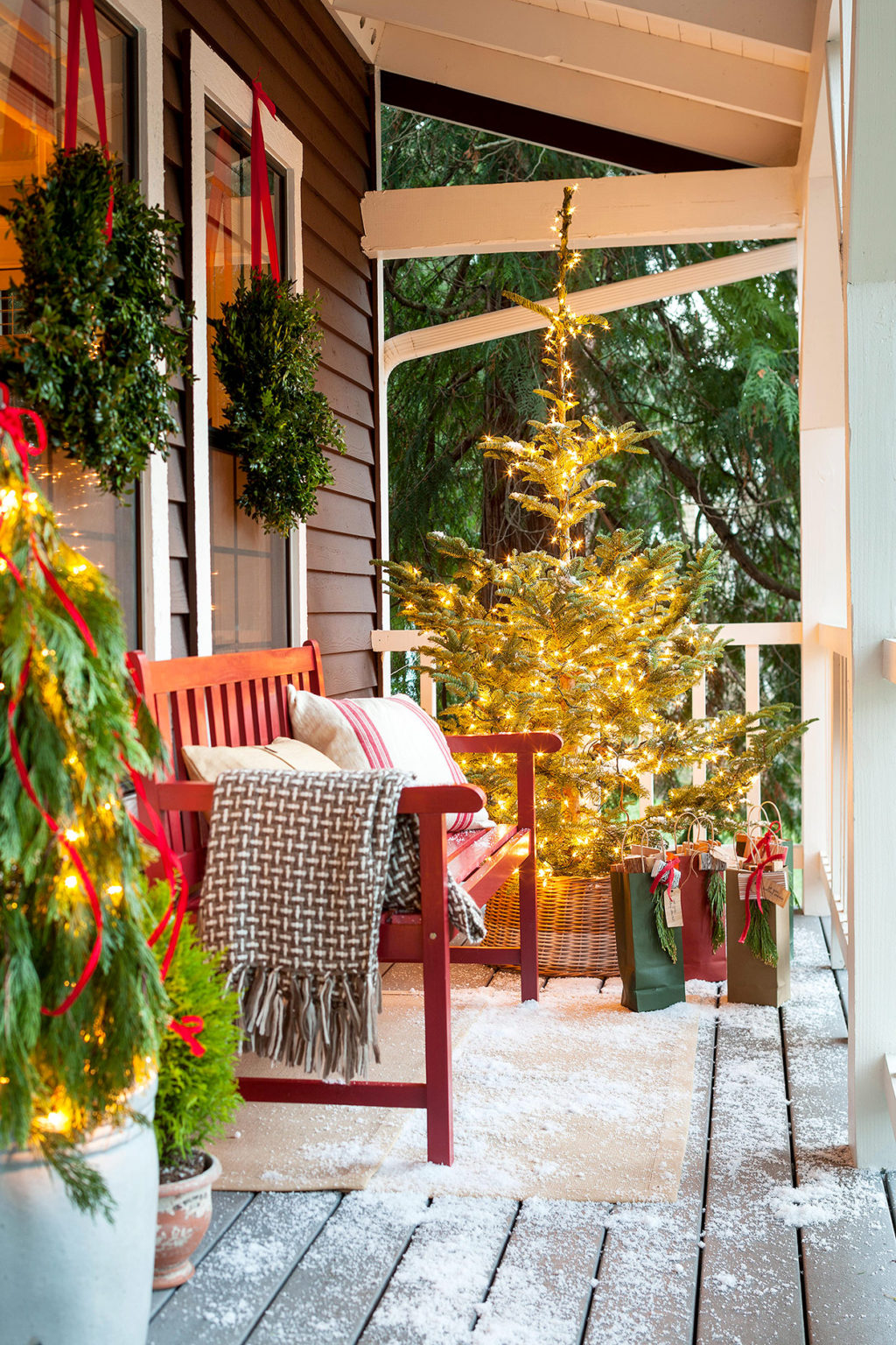 window-light-decoration..-1024x1536 Let Your Outdoor Area Twinkle by This Year Christmas Lights Decorations
