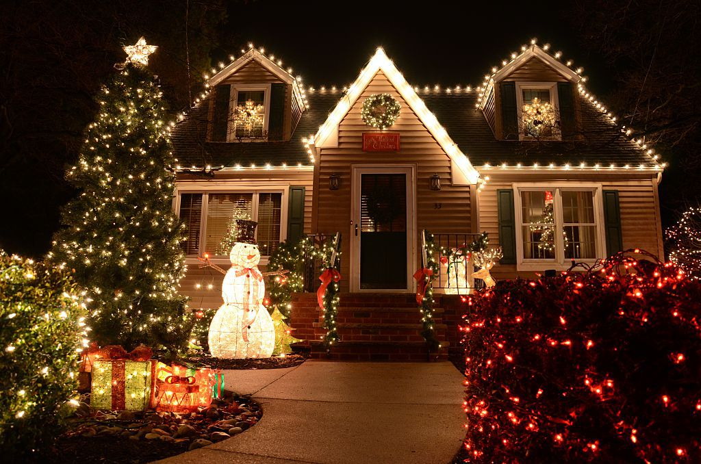 window-light-decoration..-2 How to Bring Joy to Your Home at This Christmas Season