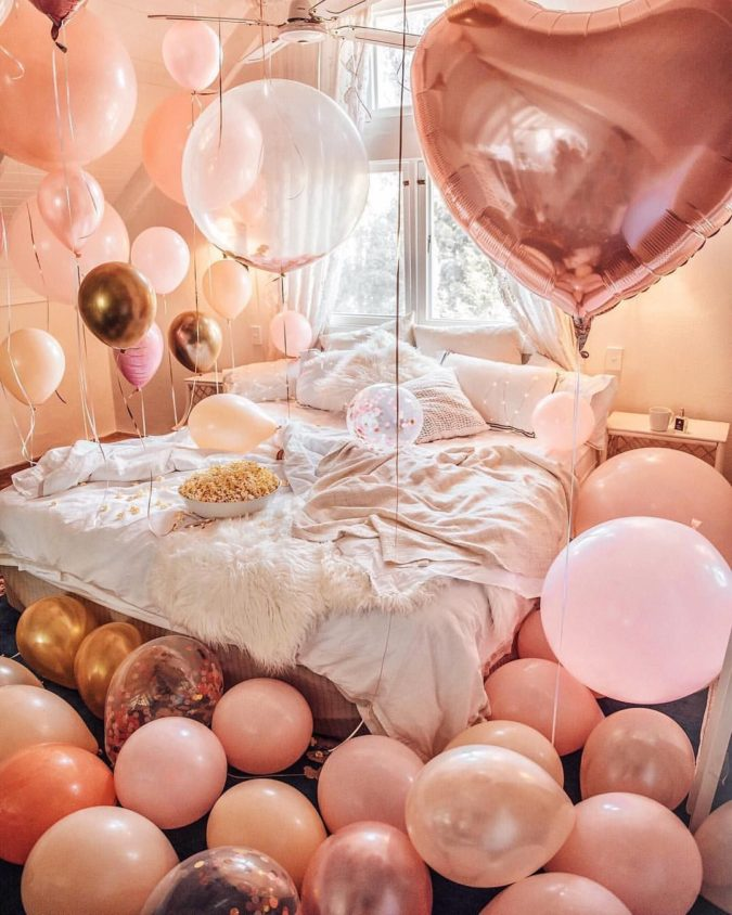 Bed-full-of-balloons-1-675x844 70+ Hottest Marriage Anniversary Decoration Ideas at Home