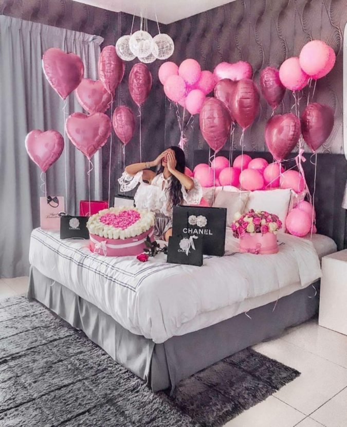 Bed-full-of-balloons-2-675x830 70+ Hottest Marriage Anniversary Decoration Ideas at Home