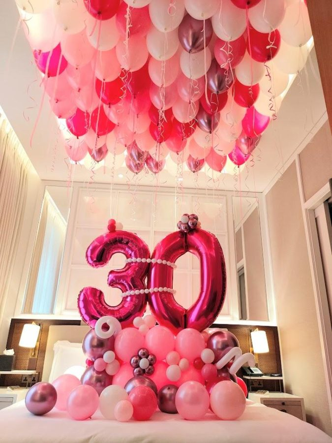 Bed-full-of-balloons.-1-675x900 70+ Hottest Marriage Anniversary Decoration Ideas at Home
