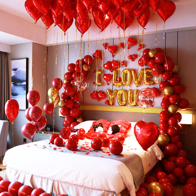 Bed-full-of-balloons.-675x675 70+ Hottest Marriage Anniversary Decoration Ideas at Home
