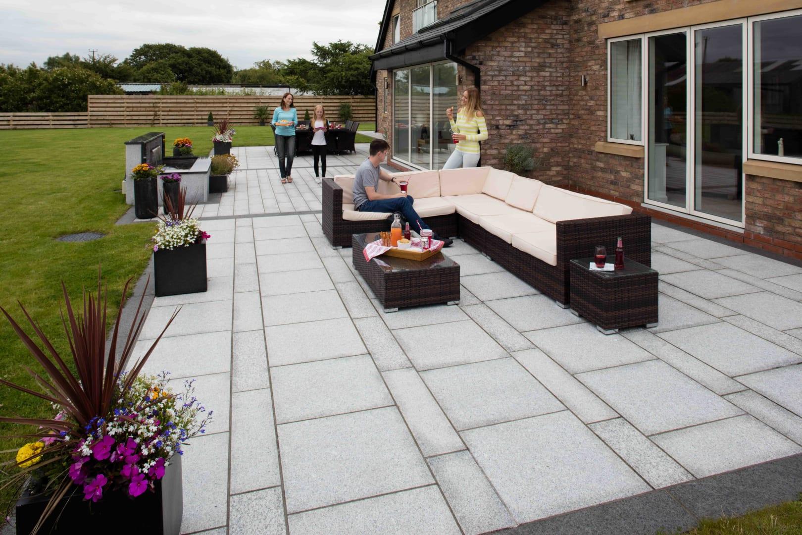 Eye-catching-paving-1 100+ Surprising Garden Design Ideas You Should Not Miss in 2021