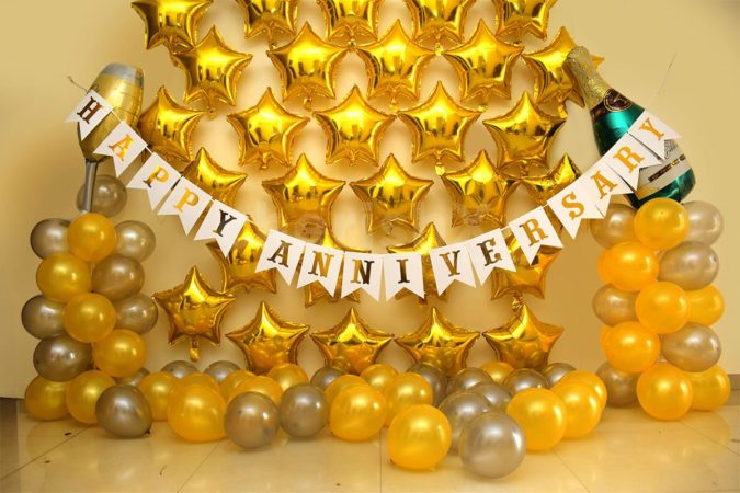 Gold-Balloon-Bouquet-675x450 70+ Hottest Marriage Anniversary Decoration Ideas at Home