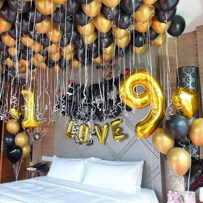 Gold-Balloon-Bouquet.-1-675x675 70+ Hottest Marriage Anniversary Decoration Ideas at Home