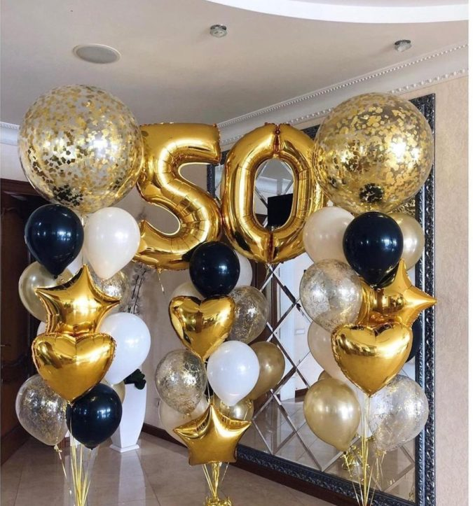 Gold-Balloon-Bouquet..-675x723 70+ Hottest Marriage Anniversary Decoration Ideas at Home
