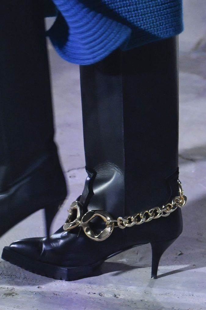 Thick-chains-1-675x1014 60+ Hottest Shoe Fashion Trends in 2021
