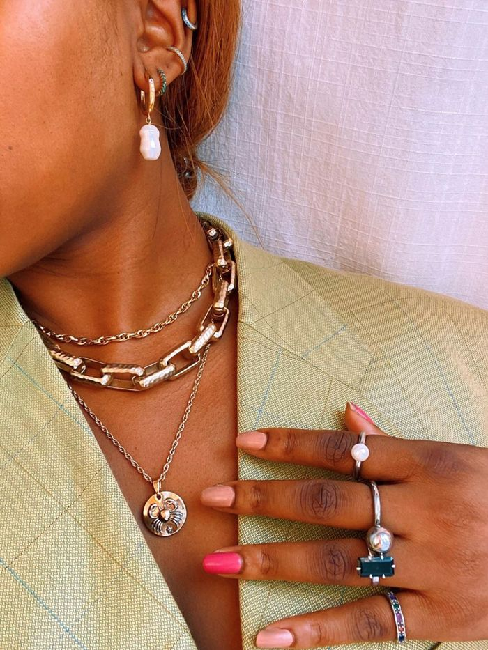 Wearing-lots-of-jewelry. Biggest 10 Fashion Mistakes Instantly Age You