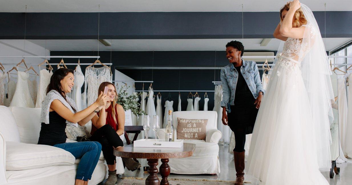 bride-dress-shopping Wedding Dress Shops near Me: 10 Tips for Wedding Dress Shopping
