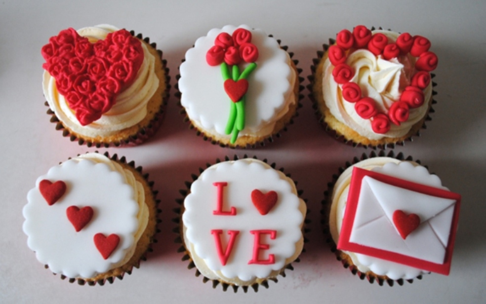 cupcake-toppers 70+ Hottest Marriage Anniversary Decoration Ideas at Home