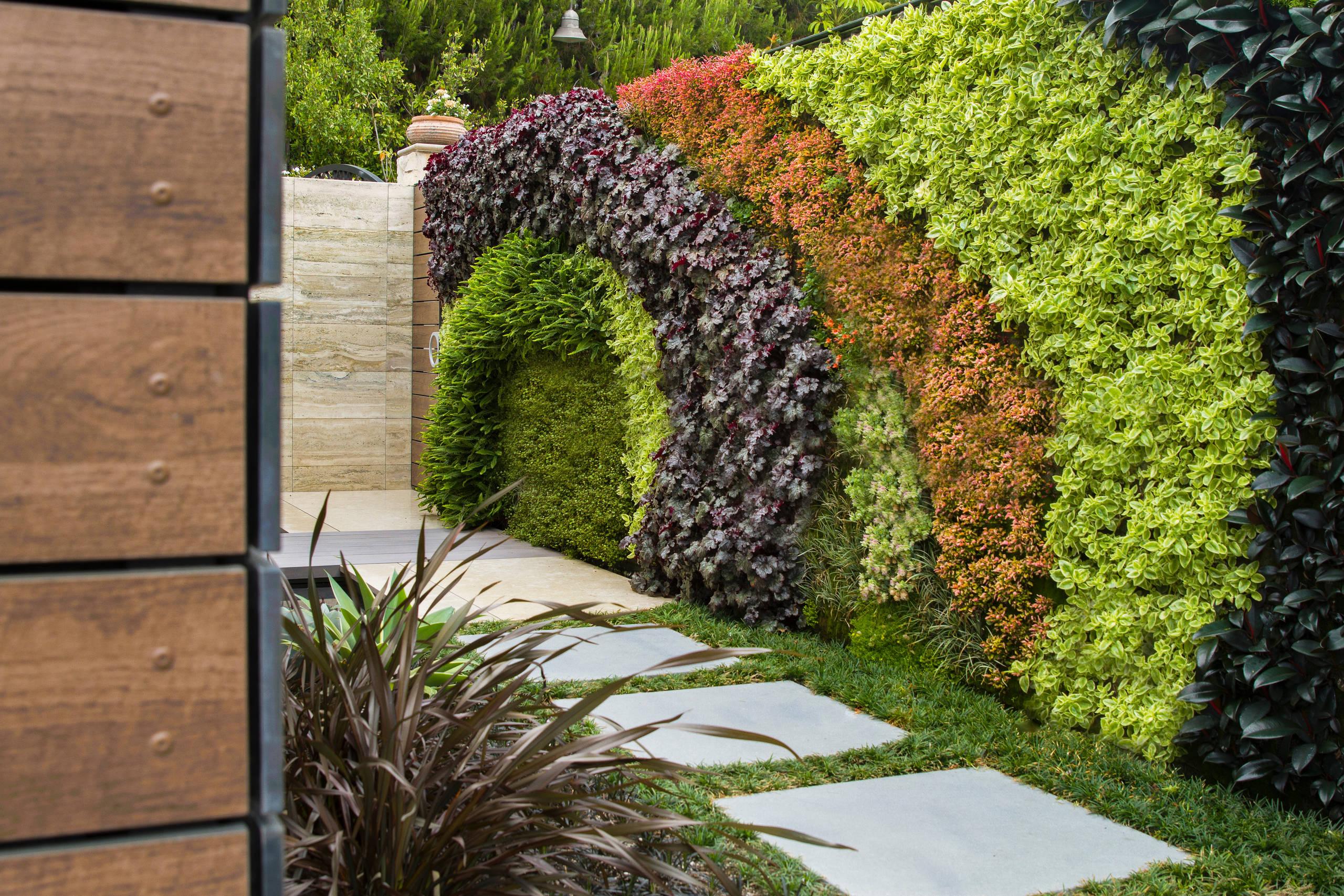 living-walls-in-garden 100+ Surprising Garden Design Ideas You Should Not Miss in 2021