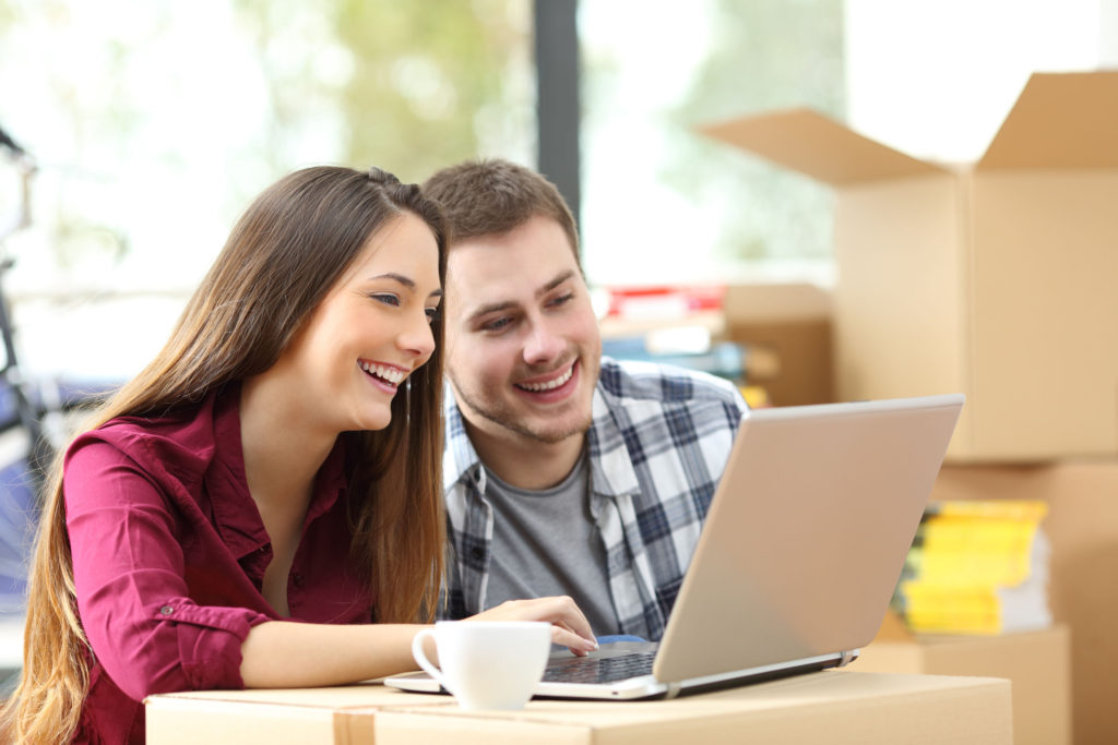 shutterstock-couple-laptop-1024x683 Top 15 Rated Long-Distance Moving Companies in the USA