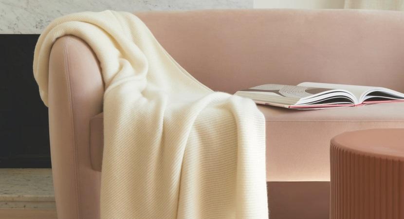 throw-blanket 10 Amazing Gifts that Feel like a Hug