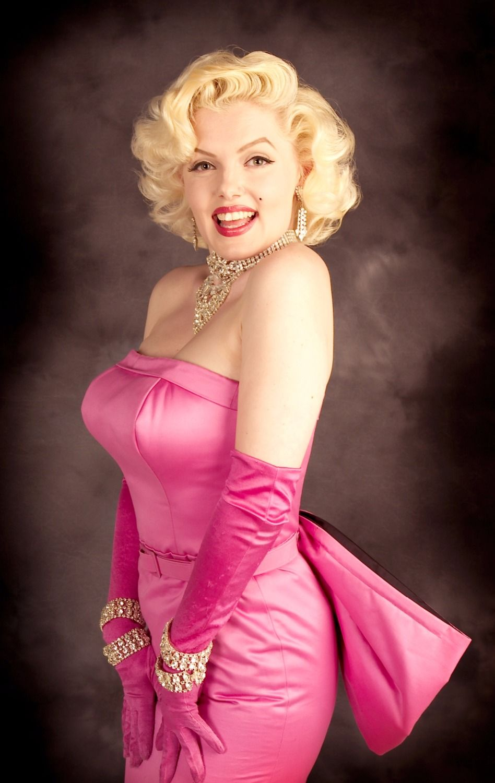 Marilyn-Monroe 10 Secrets of Dressing According to Body Type