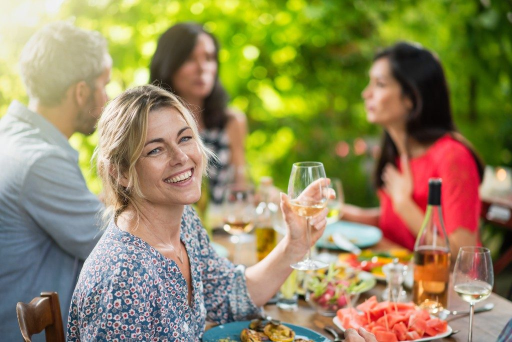Eating-Meals-Outdoors 3 Great Ways to Spend More Time Outdoors This Summer