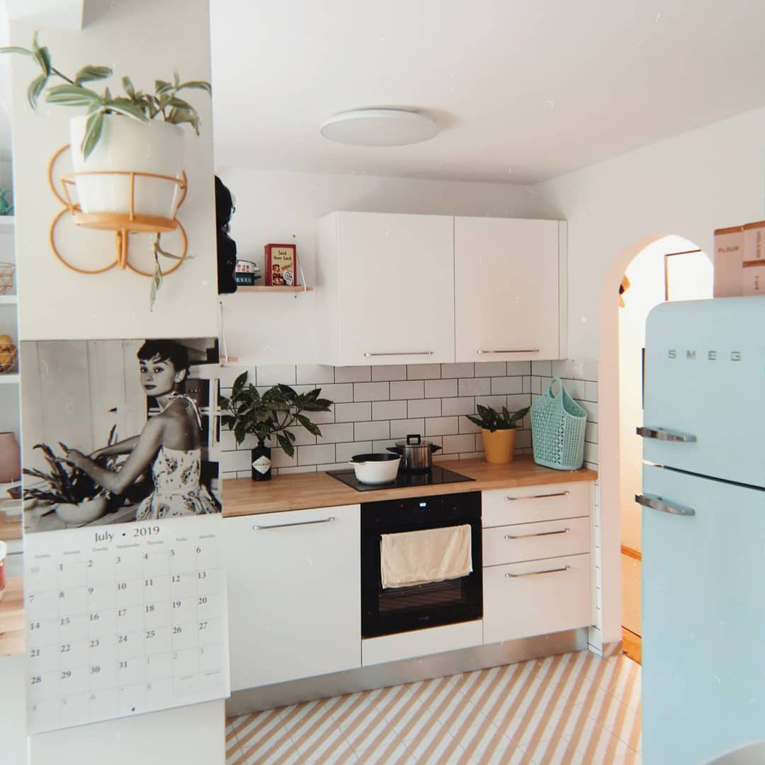 Retro-chic-kitchen Chic Kitchen Theme Ideas to Transform Your Cooking Space