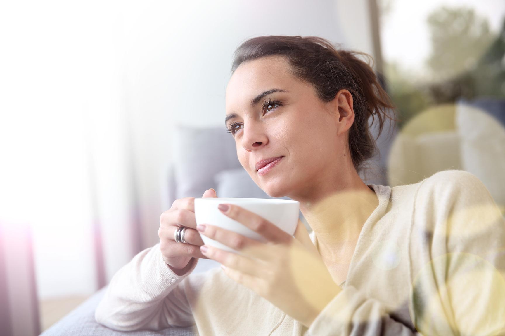 woman-drinking-tea 10 Benefits of Drinking Loose Leaf Tea