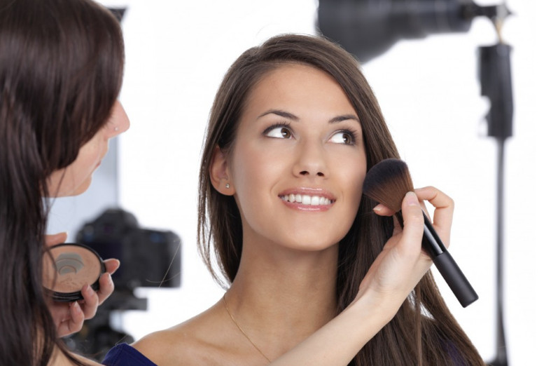 2021-08-16_051202 10 Essential Steps to Become a Professional Makeup Artist this Year