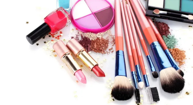 2021-08-16_051849 10 Essential Steps to Become a Professional Makeup Artist this Year