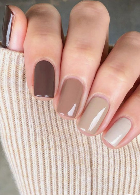 2021-08-23_102332 +27 Fabulous Nail Colors for Grey-Haired Ladies