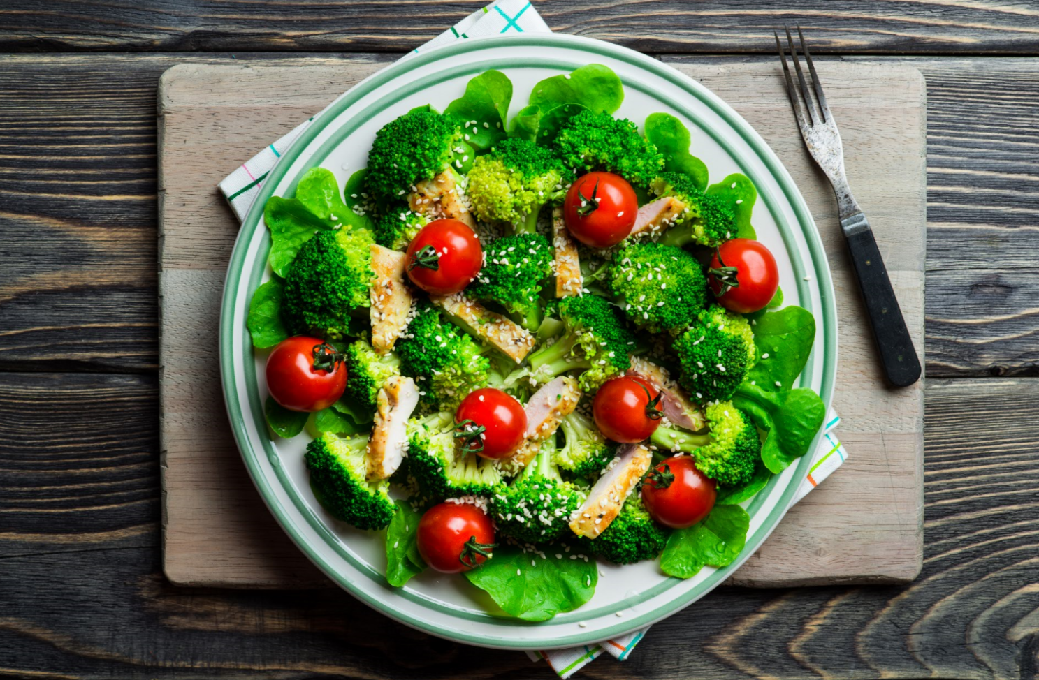 Broccoli-and-Tomatoes How Food Affects Our Skin: Diseases and Treatment