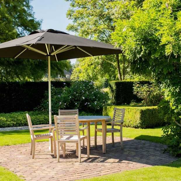 garden-parasol What to Look for When Buying a Parasol for the Garden?
