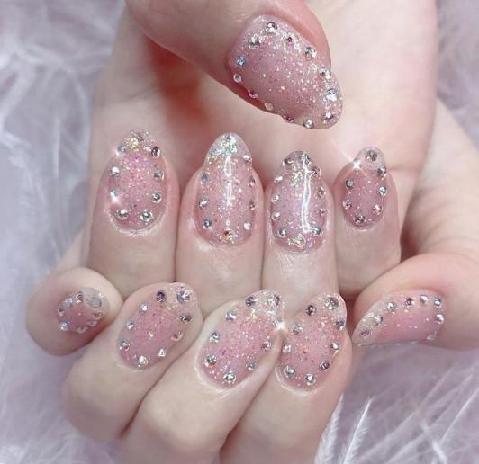 2021-09-03_101921 37+ Gorgeous nail-art designs to sparkle this winter 2021/2022