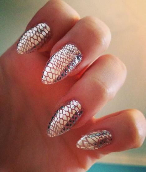 2021-09-03_103037 37+ Gorgeous nail-art designs to sparkle this winter 2021/2022