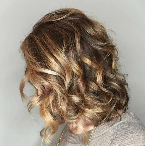 2021-09-30_084604 37+ Hottest Haircuts for Women Over 40 That Make Your Hair Look Fuller