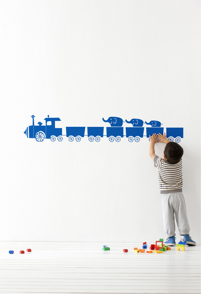 child-decorate-their-own-wallpapers 10 Cute Ways to Use Removable Wallpaper for Your Kid's Bedroom
