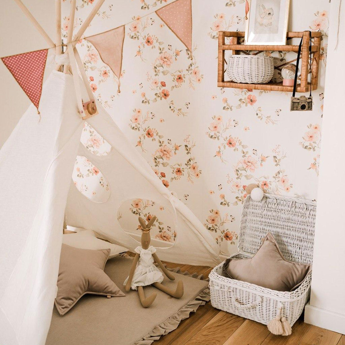 floral-wallpaper 10 Cute Ways to Use Removable Wallpaper for Your Kid's Bedroom