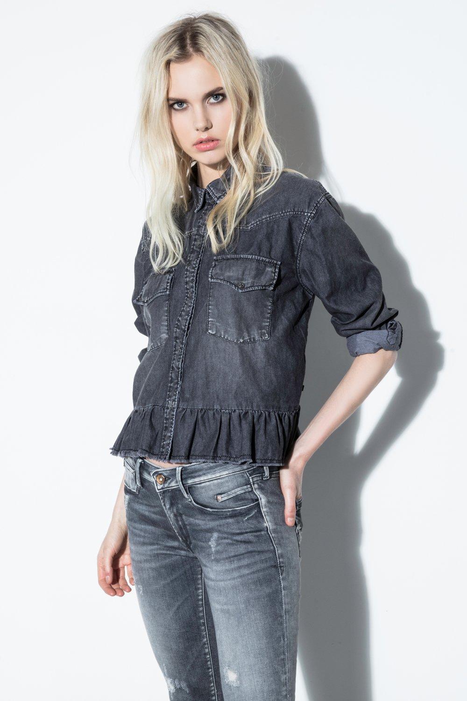 grey-jeans How Jeans Should Fit Women?