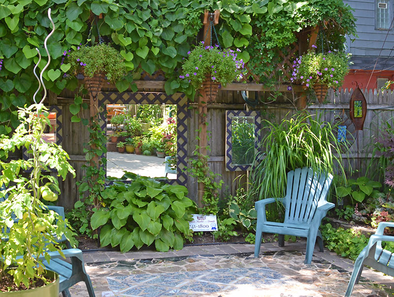 mirrors-in-the-garden 5 Easy Tips to Renew Your Garden