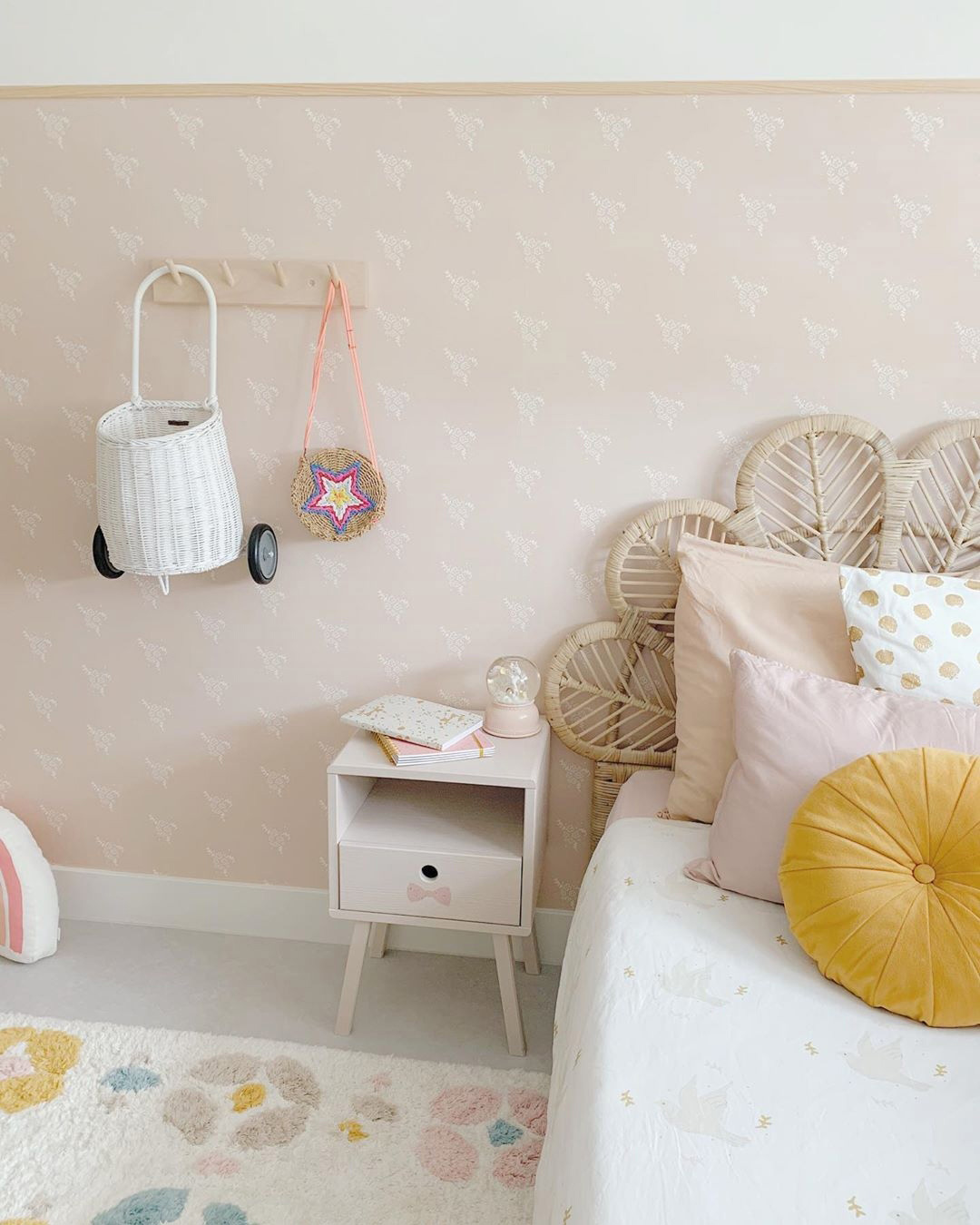 neutral-and-pastel-Wallpaper 10 Cute Ways to Use Removable Wallpaper for Your Kid's Bedroom