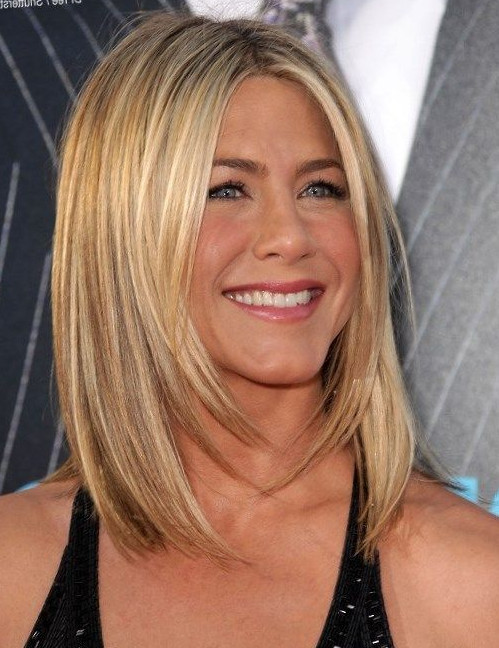 2021-10-11_215713 70+ Latest Haircuts and Hair Trends for Women Over 50 to Look Younger in 2022