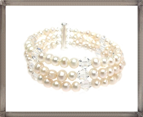 A-stunnng-pearl-bracelet-the-perfect-wedding-jewellery-accessory 28+ Most Amazing Pearl Bracelets For Brides