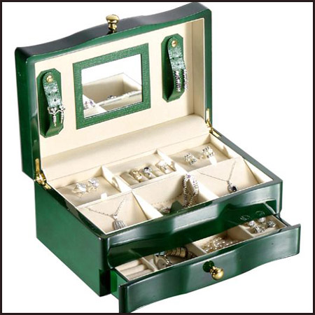 Wooden-Jewellery-Box Best Jewellery Boxes to Keep Your Jewelry and Precious Gold in