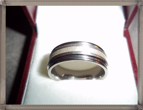 mens-titanium-and-silver-inlay-wedding-band 5 CRITICAL Tips You Should Keep in Mind When Buying Men's Silver Wedding Bands