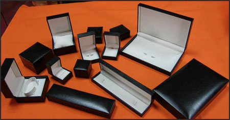plastic-jewelry-boxes Best Jewellery Boxes to Keep Your Jewelry and Precious Gold in