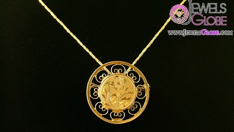 sweet-pin-is-a-delicate-circle-pin-gold-pendant The 29 Most Popular Gold Pendant Designs For Women