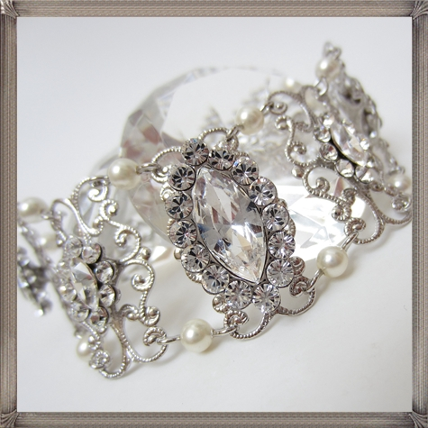 wedding-Bracelet-Rhinestone-Pearl-Bracelet-Bridal-Bracelet-Vintage-Style 28+ Most Amazing Pearl Bracelets For Brides in 2020